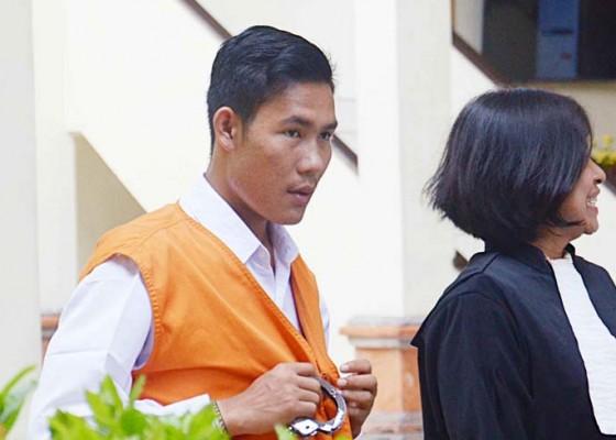 Nusabali.com - suami-pembunuh-istri-dituntut-12-tahun
