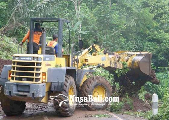 Nusabali.com - jalan-lingkar-lempuyang-tertutup-longsor