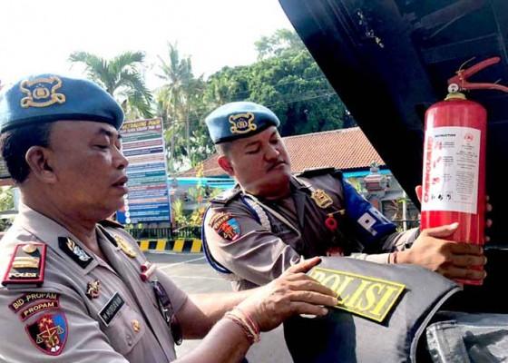 Nusabali.com - propam-cek-kelengkapan-dan-kondisi-kendaraan-dinas