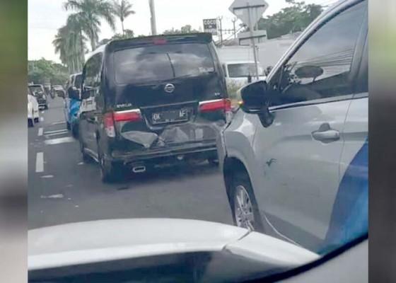 Nusabali.com - lima-mobil-tabrakan-beruntun-di-bypass-kedonganan