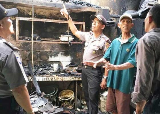 Nusabali.com - kompor-nyala-ditinggal-pergi-dapur-ludes-terbakar