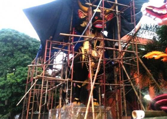 Nusabali.com - gunakan-lembu-panjang-7-meter-berat-45-ton
