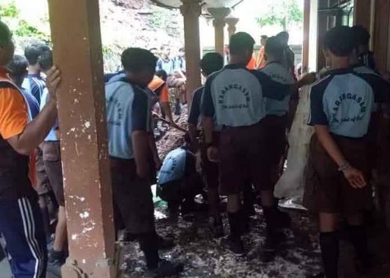 Nusabali.com - banjir-landa-dua-sekolah-di-karangasem