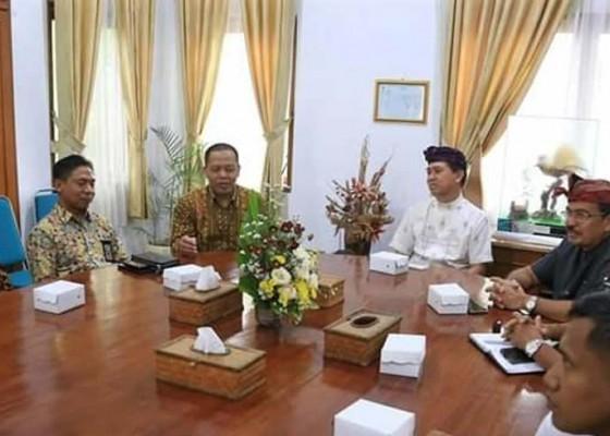 Nusabali.com - bupati-suwirta-didatangi-tim-ditjen-kekayaan-negara-bali-nusra