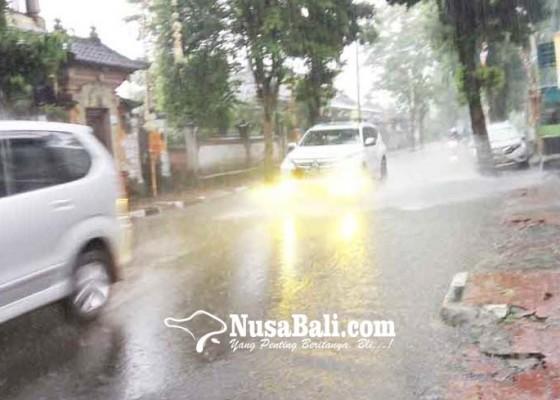 Nusabali.com - jalan-kusumayuda-selalu-kebanjiran-saat-hujan