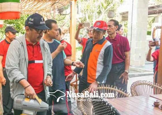 Nusabali.com - wagub-cok-ace-pimpin-penyemprotan-disinfektan
