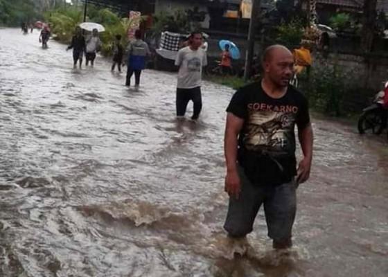 Nusabali.com - 2-lingkungan-di-tegal-cangkring-kebanjiran