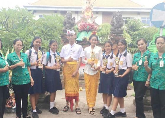 Nusabali.com - smpn-1-banjarangkan-borong-5-gelar-juara