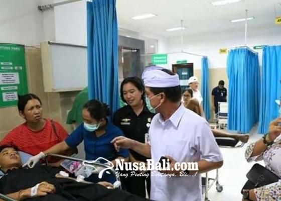 Nusabali.com - bupati-suwirta-jenguk-atlet-cedera