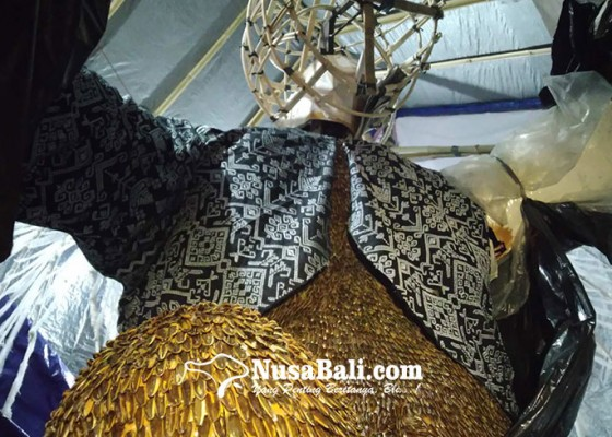 Nusabali.com - ribuan-biji-kuaci-hiasi-ogoh-ogoh-ramah-lingkungan-st-tunas-muda