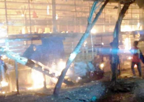 Nusabali.com - diduga-korsleting-listrik-kandang-ayam-terbakar