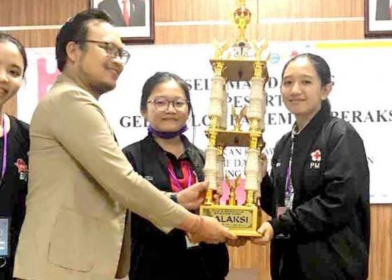 Nusabali.com - sman-2-amlapura-boyong-piala-rektor