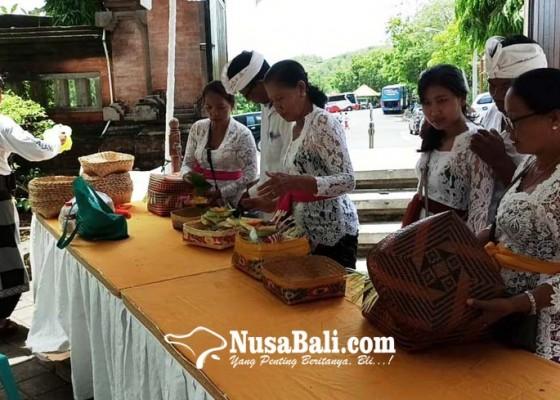 Nusabali.com - bebas-kantong-plastik-pecalang-siapkan-keben-buat-pamedek