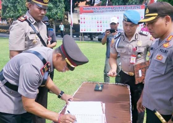 Nusabali.com - tiga-jabatan-perwira-di-polres-buleleng-disegarkan