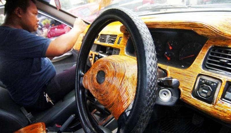 www.nusabali.com-interior-mobil-dengan-limbah-koran