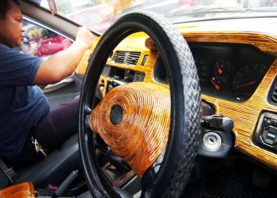 Nusabali.com - interior-mobil-dengan-limbah-koran