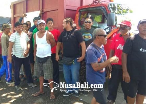 Nusabali.com - sopir-truk-keluhkan-jalan-rusak-ke-tpa