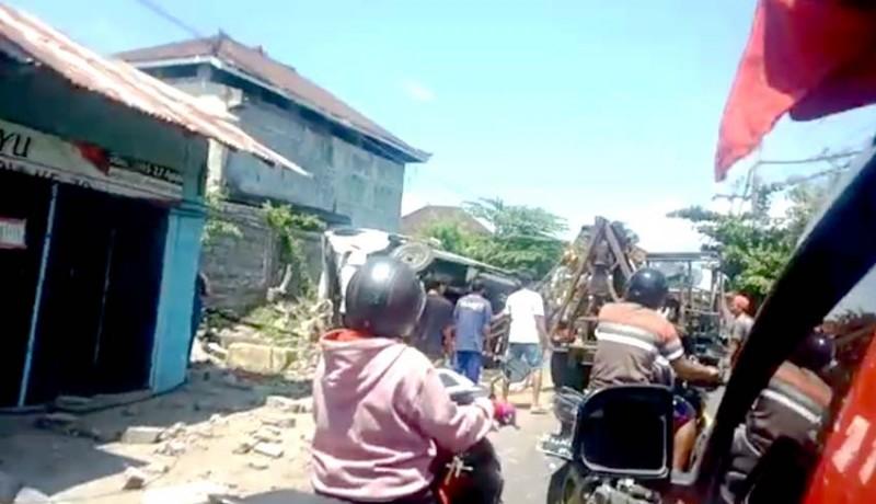 www.nusabali.com-dua-siswi-smp-tewas-dihantam-truk-di-jalur-seririt-gilimanuk