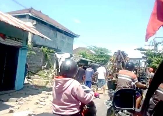 Nusabali.com - dua-siswi-smp-tewas-dihantam-truk-di-jalur-seririt-gilimanuk