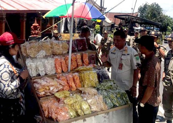 Nusabali.com - pedagang-asongan-di-candikuning-ditertibkan
