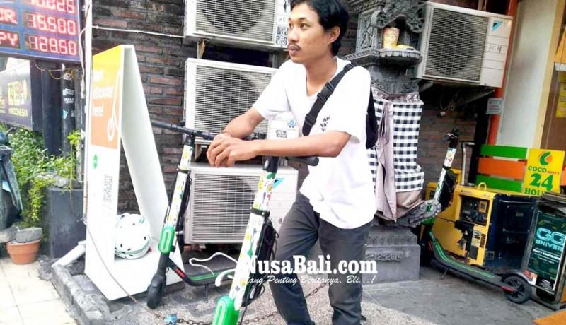 www.nusabali.com-keliling-kuta-dengan-skuter-listrik-sewa-hanya-rp-10-ribu-per-30-menit