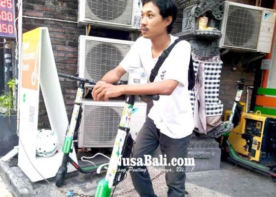 Nusabali.com - keliling-kuta-dengan-skuter-listrik-sewa-hanya-rp-10-ribu-per-30-menit