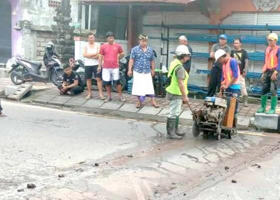 Nusabali.com - atasi-banjir-dinas-pupr-bangun-sodetan-di-banjar-dajan-peken