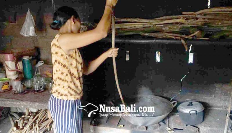 www.nusabali.com-krama-di-kecamatan-selat-sibuk-buat-dodol