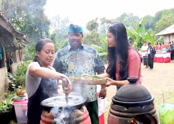 Nusabali.com - bupati-agus-suradnyana-gandeng-putri-pariwisata-indonesia-2015