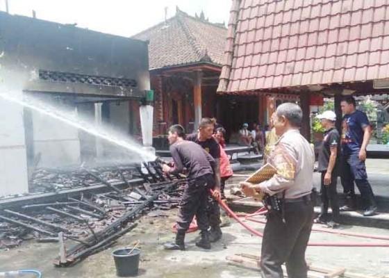 Nusabali.com - korsleting-listrik-rumah-dan-seisinya-hangus-terbakar