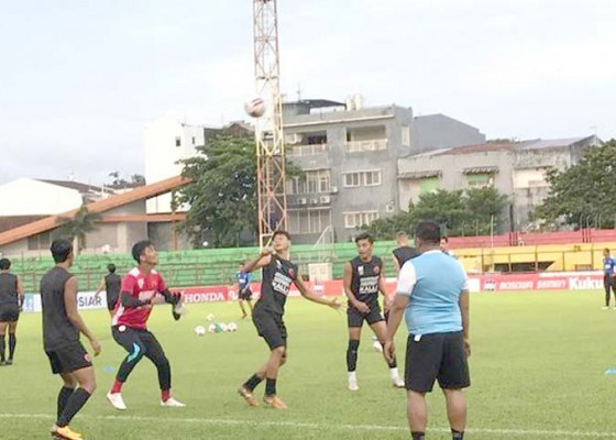 Nusabali.com - penundaan-liga-1-pas-jadwal-kosong