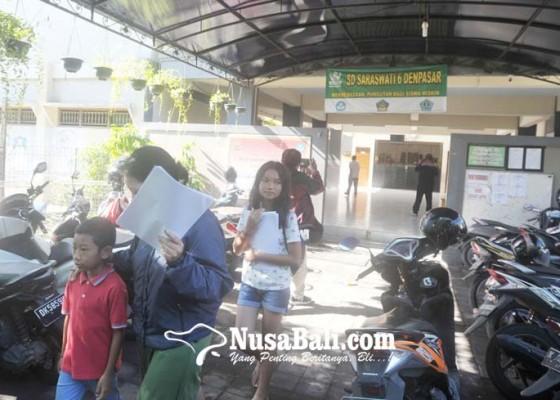 Nusabali.com - siswa-sd-uts-dan-try-out-di-rumah