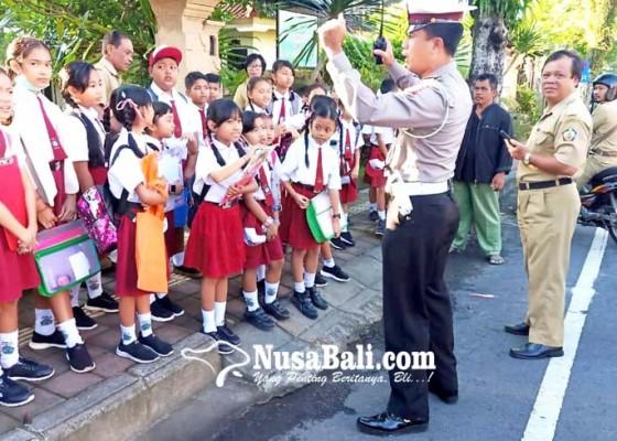 Nusabali.com - siswa-dipulangkan-lebih-awal