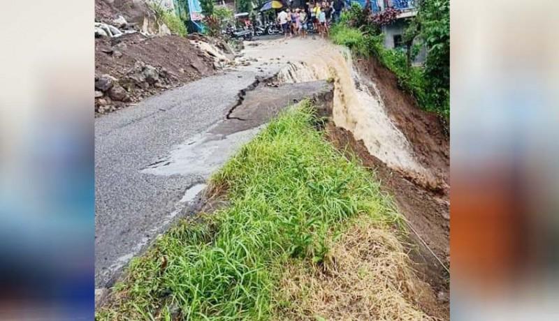 www.nusabali.com-hujan-deras-jalan-penghubung-desa-lemukih-sekumpul-ambles