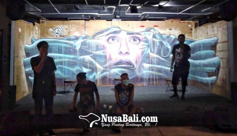 www.nusabali.com-wild-drawing-lukisan-mural-di-kardus-bekas