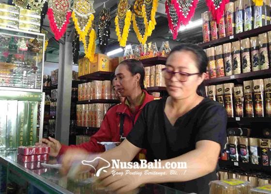 Nusabali.com - jelang-nyepi-penjualan-sarana-upakara-meningkat