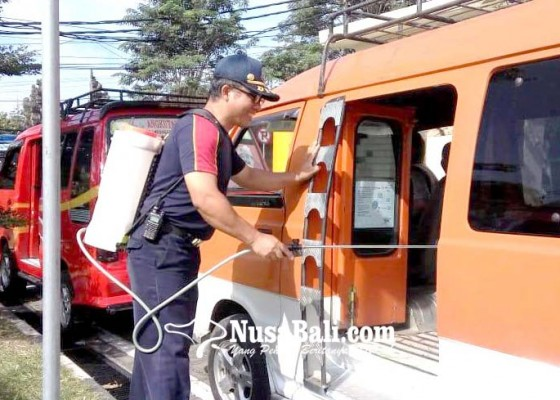 Nusabali.com - angkutan-umum-disemprot-disinfektan