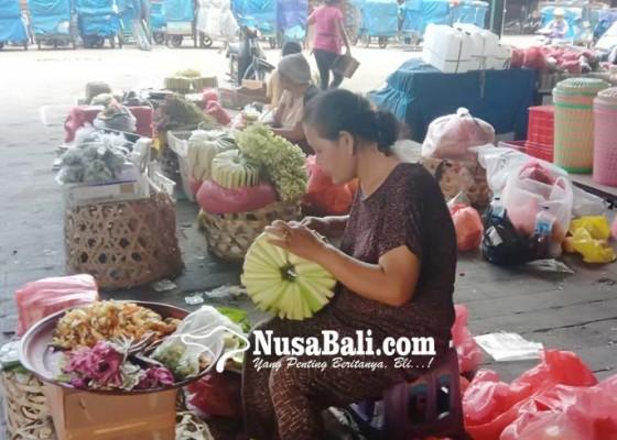 Nusabali.com - pedagang-canang-gigit-jari