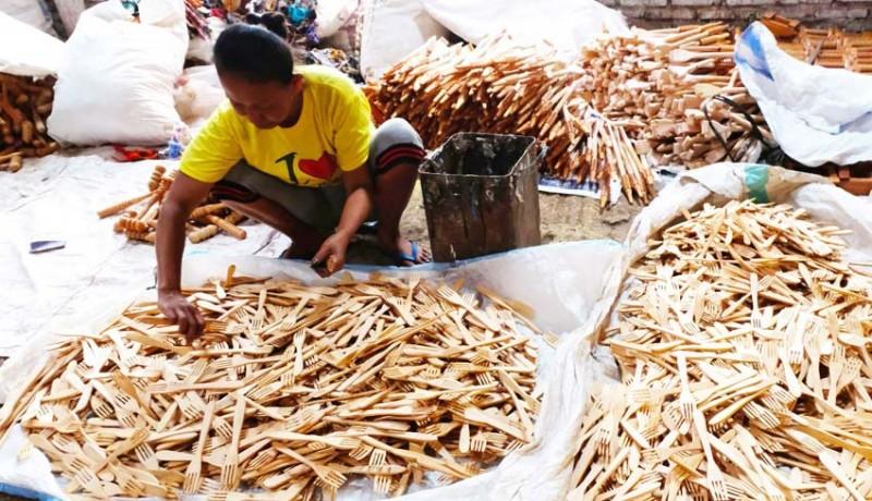 www.nusabali.com-kerajinan-garpu-kayu