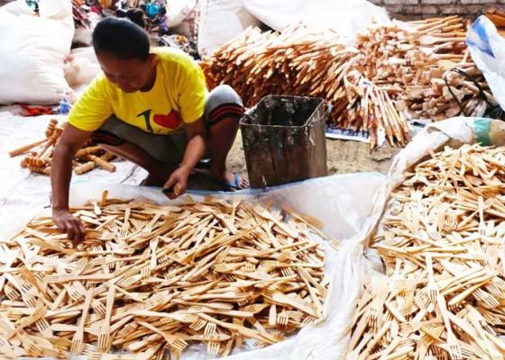 Nusabali.com - kerajinan-garpu-kayu