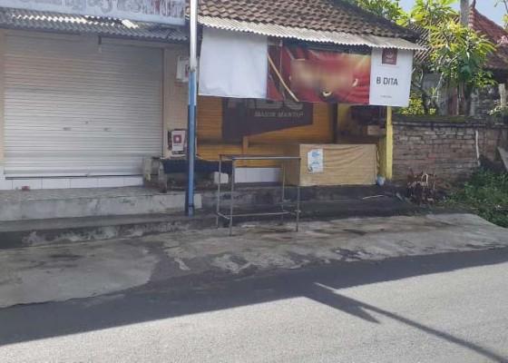 Nusabali.com - kesulitan-beli-sembako-pedagang-tolak-warga-yang-hendak-belanja