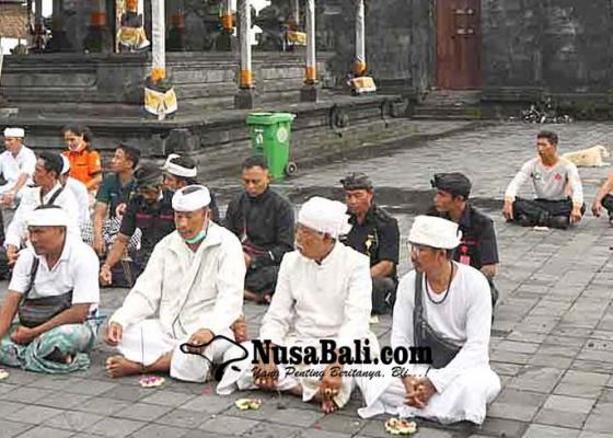 Nusabali.com - mudra-candi-gelung-pura-besakih-tersambar-petir