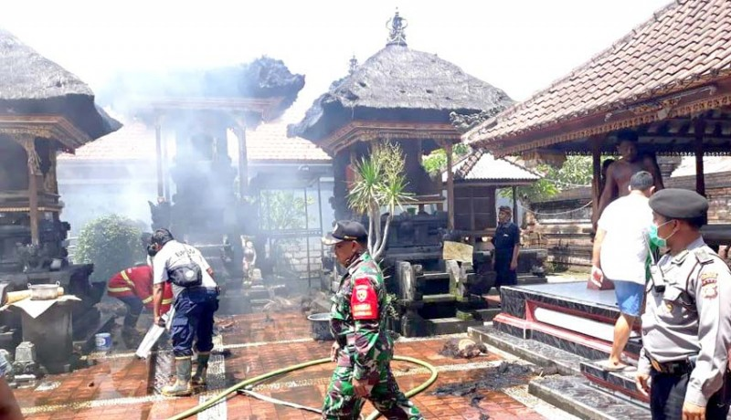 www.nusabali.com-diduga-korsleting-listrik-3-gedong-di-pura-tuguan-terbakar