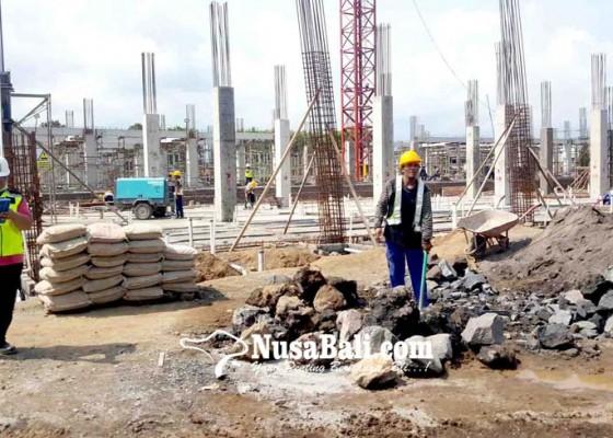 Nusabali.com - revitalisasi-pasar-banyuasri-dihantui-fluktuasi-dollar