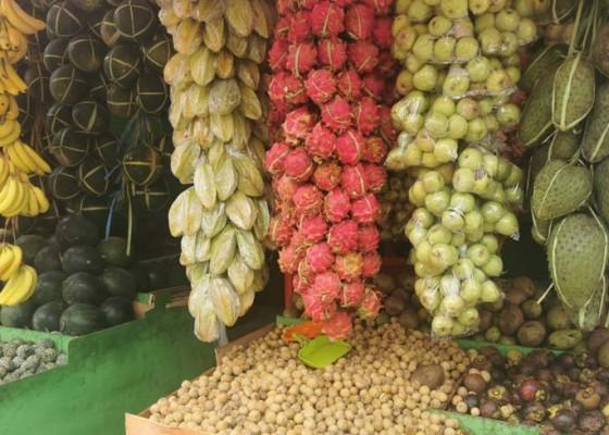 Nusabali.com - keramaian-upacara-berkurang-penjualan-buah-menyusut
