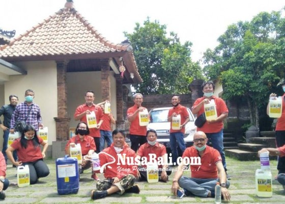 Nusabali.com - pdip-bagi-disinfektan-dan-edukasi-pencegahan-covid-19