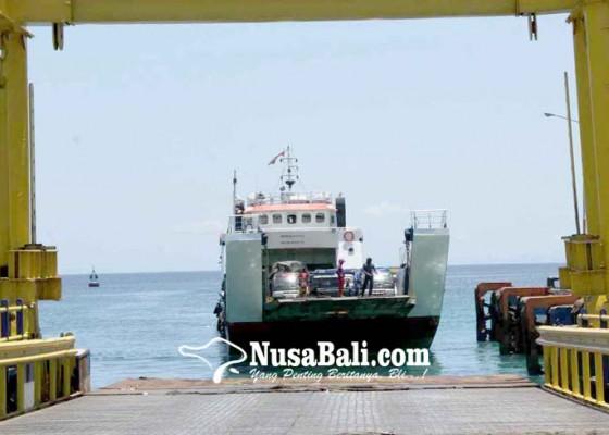 Nusabali.com - penyeberangan-di-pelabuhan-padangbai-masih-normal