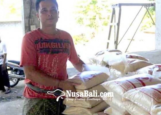 Nusabali.com - desa-adat-dukuh-penaban-salurkan-53-ton-beras