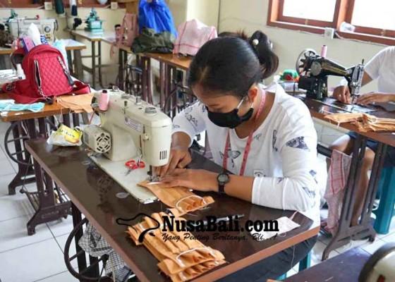 Nusabali.com - peserta-latihan-menjahit-ditugaskan-buat-3000-masker