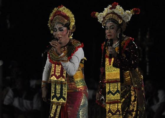 Nusabali.com - susik-kocok-perut-penonton